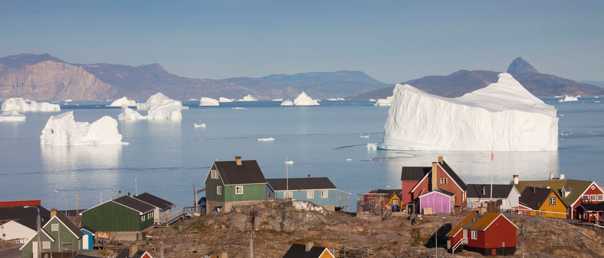 Picture of houses and ice berg in Uummannaq